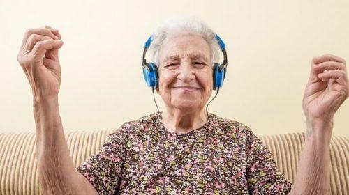 Как помочь человеку с ранними признаками болезни Альцгеймера?