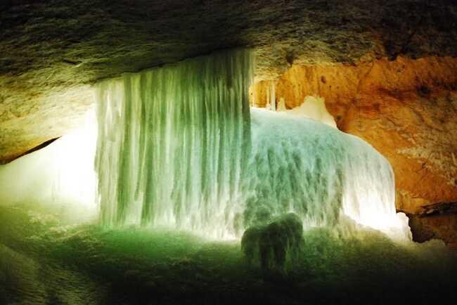 Ледянаяпещера Айсризенвельт