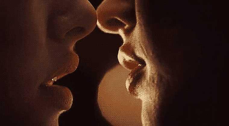 красивые гиф фото поцелуи поздравить пожелать своим